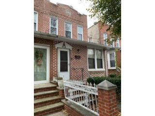 4 BR,  3.00 BTH 2 story style home in Bronx