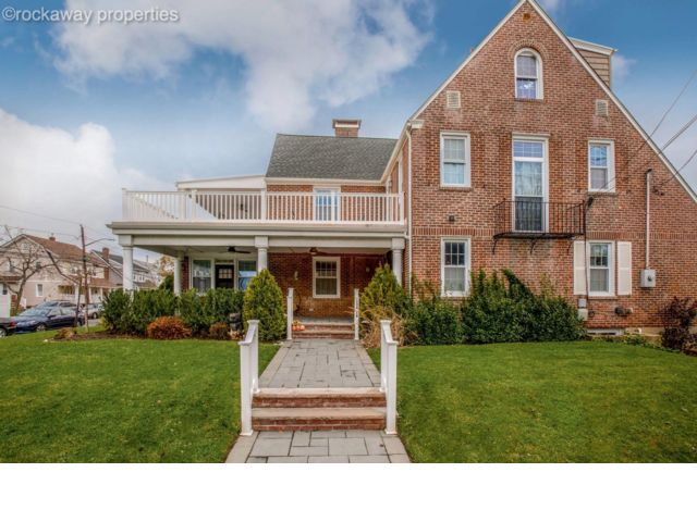 6 BR,  3.50 BTH  style home in Belle Harbor