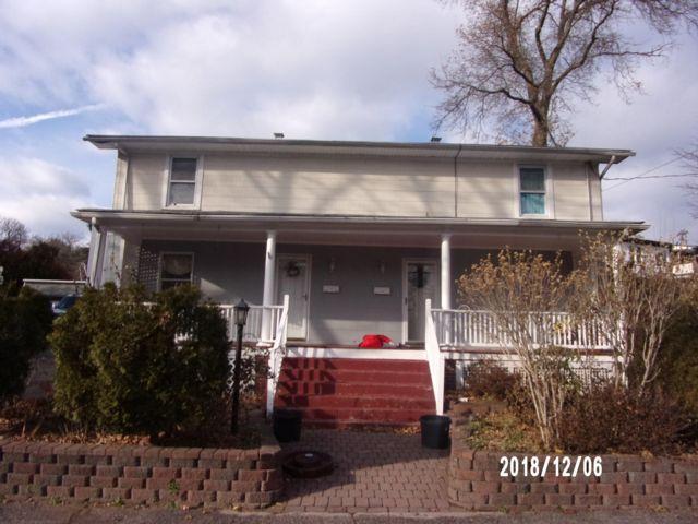 6 BR,  2.00 BTH Duplex style home in Summit