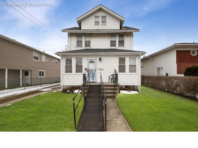 6 BR,  3.50 BTH  Traditional style home in Rockaway Park