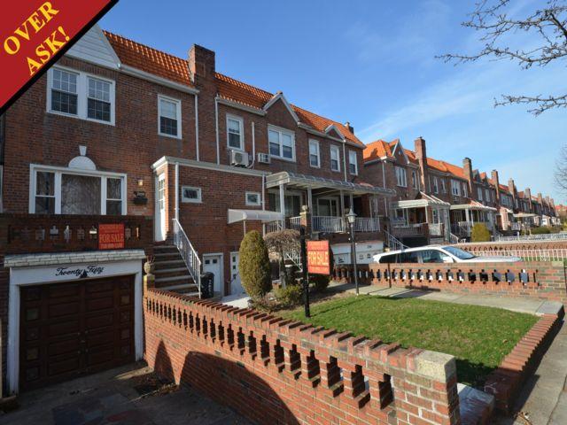 3 BR,  2.00 BTH Duplex style home in Marine Park