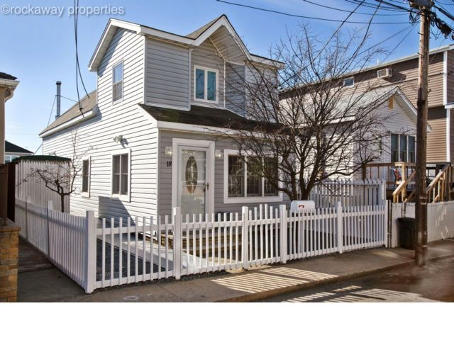 3 BR,  1.50 BTH   style home in Broad Channel