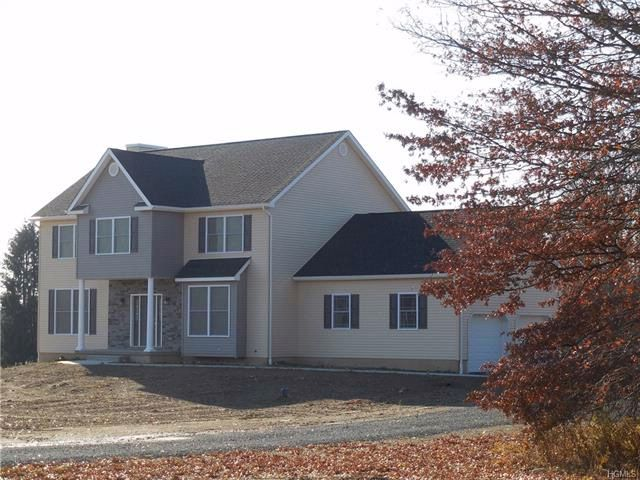 4 BR,  2.50 BTH Colonial style home in Pine Bush