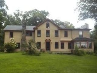 6 BR,  5.50 BTH Colonial style home in Bernardsville
