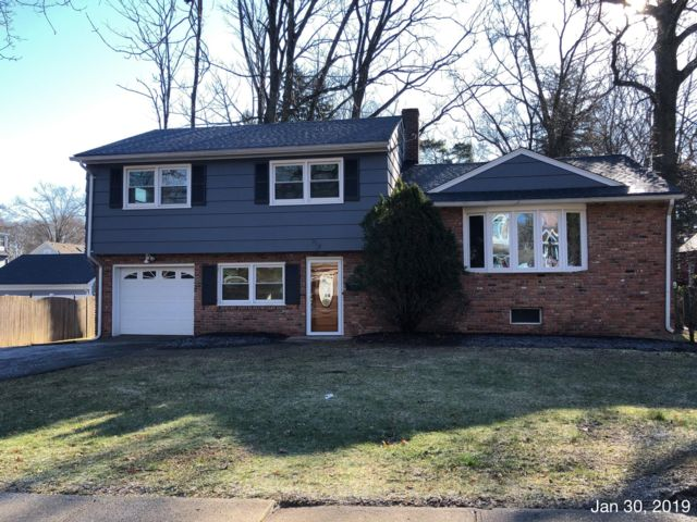 3 BR,  3.00 BTH Split-level style home in Westfield