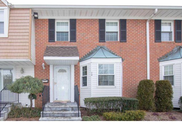 3 BR,  2.50 BTH Condo style home in Plainview