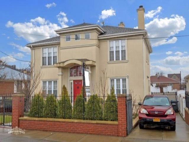 4 BR,  3.00 BTH Single family style home in Mill Basin