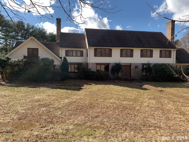 6 BR,  5.50 BTH Colonial style home in Mendham