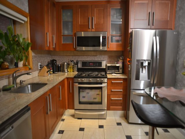 3 BR,  2.00 BTH Condominium style home in Brighton Beach