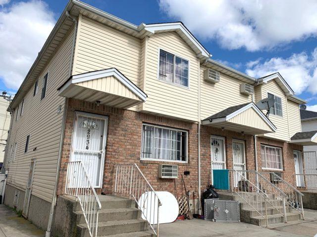 6 BR,  4.50 BTH  style home in Far Rockaway