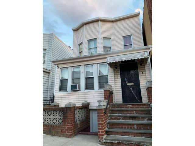 9 BR,  3.00 BTH 2 story style home in Bronx