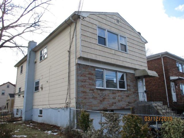6 BR,  2.00 BTH 2 story style home in Irvington