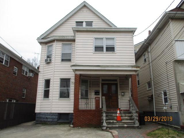 7 BR,  2.00 BTH 2 story style home in Elizabeth