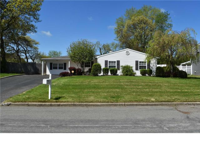 4 BR,  1.50 BTH Ranch style home in Holbrook