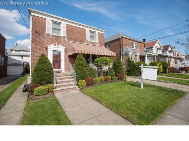 3 BR,  2.50 BTH Colonial style home in Belle Harbor