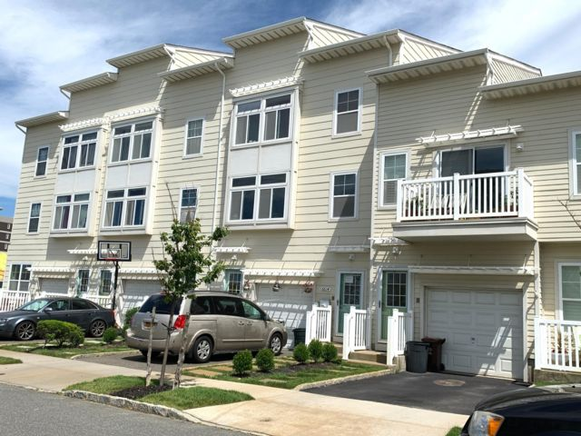 5 BR,  3.50 BTH   style home in Arverne By The Sea