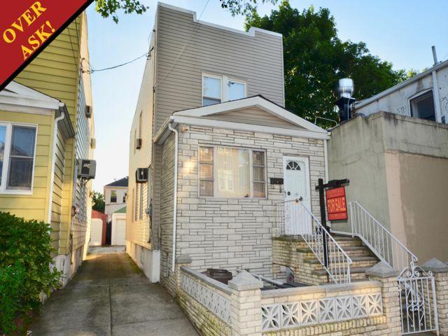 3 BR,  1.50 BTH Duplex style home in Homecrest