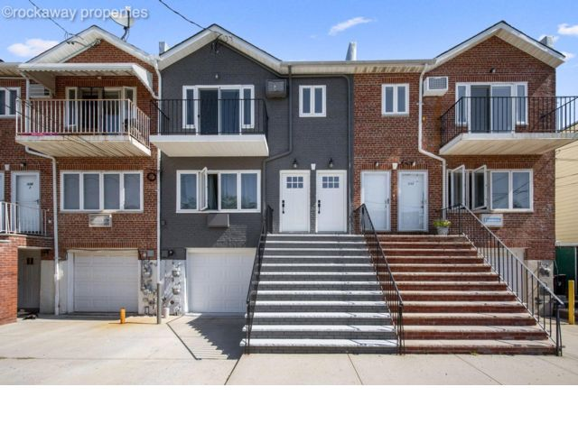 6 BR,  5.00 BTH  Other style home in Rockaway Park