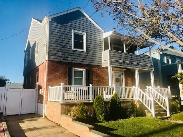 4 BR,  3.00 BTH  style home in Belle Harbor