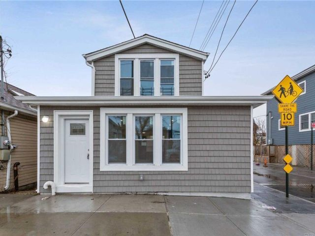 2 BR,  2.00 BTH  style home in Broad Channel