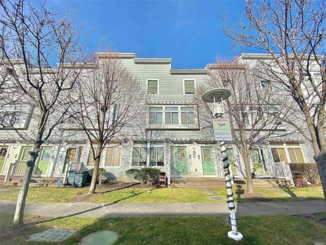5 BR,  3.00 BTH 2 story style home in Arverne By The Sea