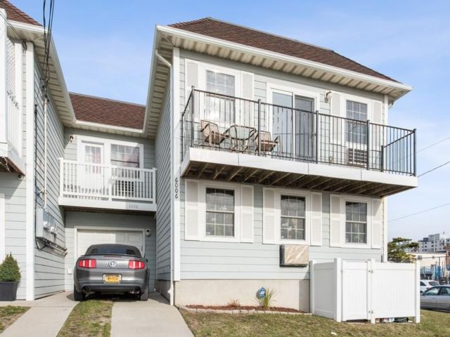 3 BR,  2.00 BTH  Condo style home in Arverne