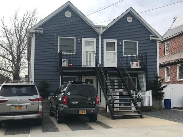 4 BR,  2.00 BTH 2 story style home in Rockaway Beach