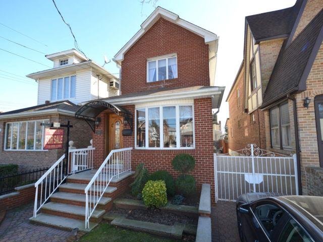 4 BR,  2.00 BTH Duplex style home in Marine Park