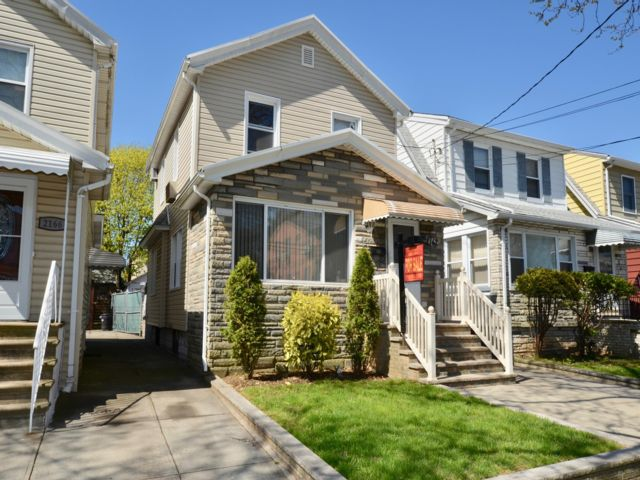 3 BR,  2.00 BTH   style home in Marine Park