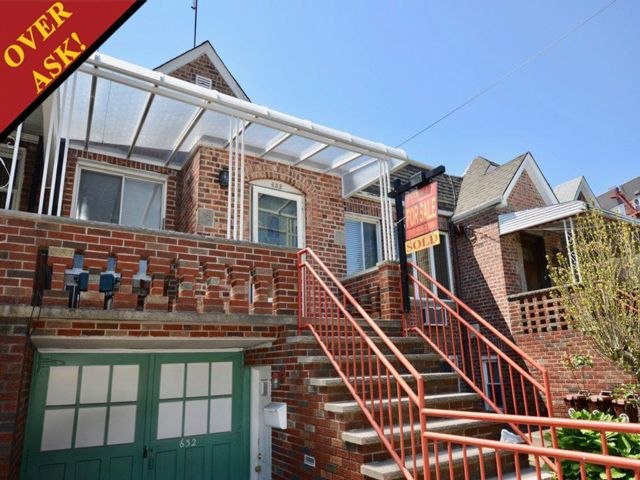 3 BR,  2.00 BTH  2 story style home in Gravesend