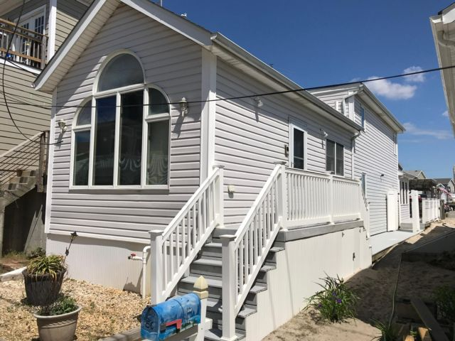 1 BR,  2.00 BTH  Bi-level style home in Breezy Point