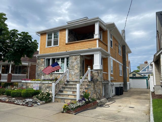 2 BR,  1.00 BTH Apartment style home in Belle Harbor