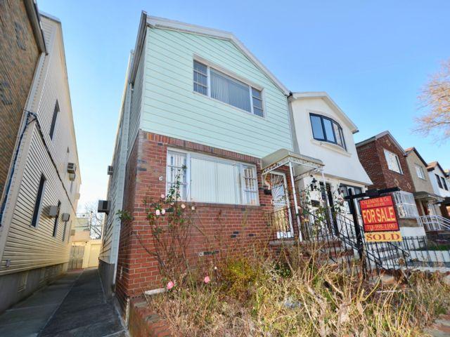 6 BR,  3.00 BTH Duplex style home in Gravesend