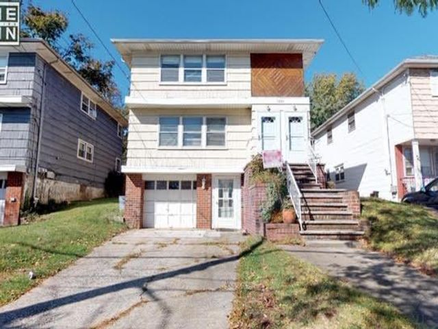 6 BR,  2.00 BTH   style home in Great Kills