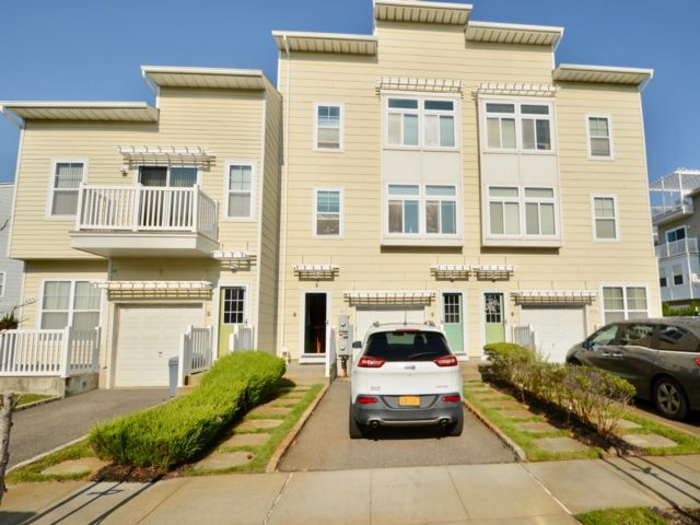 5 BR,  3.50 BTH  Triplex style home in Arverne By The Sea
