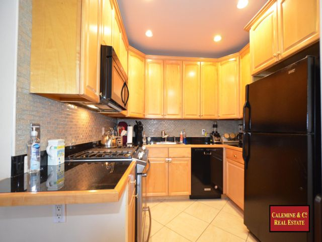 3 BR,  2.00 BTH  Condo style home in Windsor Terrace