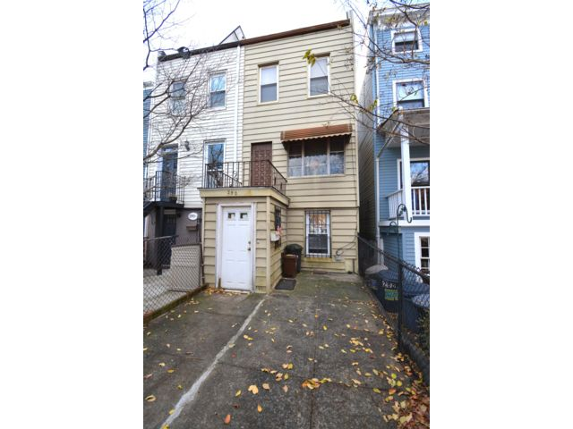 4 BR,  1.50 BTH Townhouse style home in Brooklyn