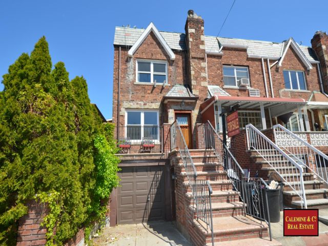2 BR,  2.50 BTH  style home in Gravesend