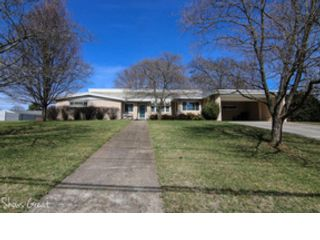 4 BR,  2.50 BTH Colonial style home in Daleville