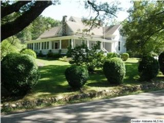 6 BR,  2.50 BTH  Single family style home in Mineola