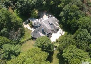 4 BR,  3.00 BTH Single family style home in Smithtown