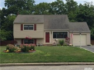 5 BR,  2.50 BTH Ranch style home in West Babylon