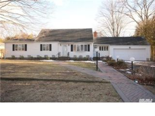4 BR,  3.00 BTH  Ranch style home in Islip Terrace