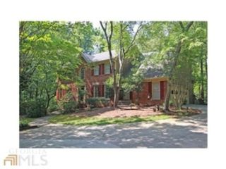 5 BR,  2.50 BTH  Traditional style home in Alpharetta