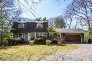 4 BR,  2.50 BTH  Ranch style home in Huntington