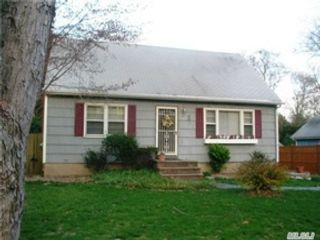 6 BR,  6.50 BTH Single family style home in Syosset
