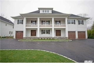 6 BR,  5.00 BTH Farm house style home in Syosset
