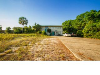 Studio,  0.00 BTH  Land style home in Destin