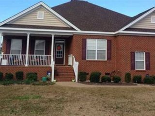 3 BR,  2.00 BTH  Contemporary style home in Chesapeake