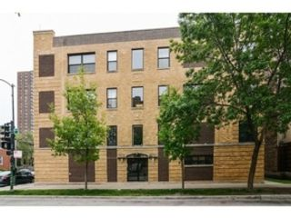 3 BR,  2.50 BTH Colonial style home in Wilmette